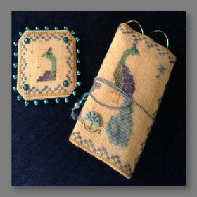 Prissy Peacock Needle Roll